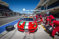 Pit stop for #71 AF Corse Ferrari 458 Italia: Kamui Kobayashi, Toni Vilander