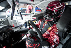 Jamie McMurray, Earnhardt Ganassi Racing Chevrolet in trouble