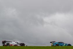 #99 Aston Martin Racing Aston Martin Vantage V8: Bruno Senna, Frédéric Makowiecki, #2 Audi Sport Team Joest Audi R18 e-tron quattro: Tom Kristensen, Loic Duval, Allan McNish