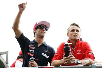 (L to R): Daniel Ricciardo, Scuderia Toro Rosso and Max Chilton, Marussia F1 Team on the drivers parade