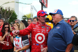 Race winner Scott Dixon, Target Chip Ganassi Racing Honda with A.J. Foyt