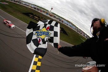 Kevin Harvick, Richard Childress Racing Chevrolet takes the win