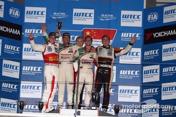 1st position Tiago Monteiro, Honda Civic Super 2000 TC, Honda Racing Team Jas, 2nd position Gabriele Tarquini, Honda Civic, Honda Racing Team J.A.S.  and 3rd position Norbert Michelisz, Honda Civic, Zengo Motorsport