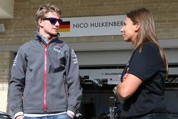 (L to R): Nico Hulkenberg, Sauber with Simona de Silvestro, Indycar Driver