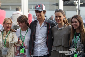 Esteban Gutierrez, Sauber with his girlfriend and family
