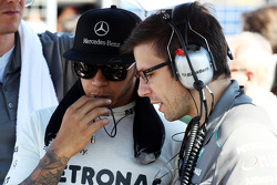 Lewis Hamilton, Mercedes AMG F1 with Peter Bonnington, Mercedes AMG F1 Race Engineer on the grid
