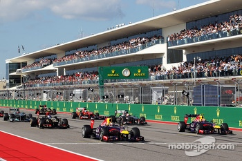 (L to R): Sebastian Vettel, Red Bull Racing RB9 and Mark Webber, Red Bull Racing RB9 at the start of the race