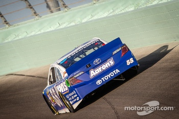Elliott Sadler, Michael Waltrip Racing Toyota