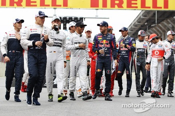 (L to R): Lewis Hamilton, Mercedes AMG F1 and Sebastian Vettel, Red Bull Racing at the drivers end of season photograph