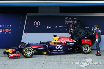 Sebastian Vettel and Daniel Ricciardo unveil the Red Bull Racing RB10