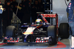 Jean-Eric Vergne, Scuderia Toro Rosso STR9 leaves the pits