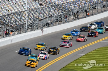 GS start: #15 Multimatic Motorsports Mustang Boss 302 R: Scott Maxwell, Jade Buford leads the field