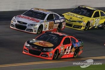 Tony Stewart, Stewart-Haas Racing Chevrolet and Dale Earnhardt Jr., Hendrick Motorsports Chevrolet