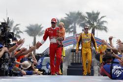 Kevin Harvick, Stewart-Haas Racing Chevrolet and Kyle Busch, Joe Gibbs Racing Toyota