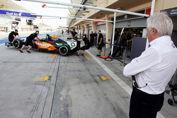 Charlie Whiting, FIA Delegate watches Sergio Perez, Sahara Force India F1 VJM07 in the pits