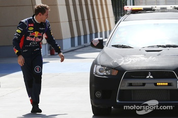 Sebastian Vettel, Red Bull Racing returns to the pits after stopping on the circuit