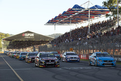 Start: Craig Lowndes leads