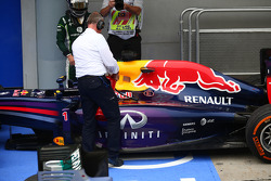 The FIA Help with the smoking car of Sebastian Vettel, Red Bull Racing