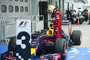 Fernando Alonso, Ferrari looks at the Red Bull Racing RB10 of Sebastian Vettel, Red Bull Racing in parc ferme