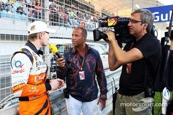 Nico Hulkenberg, Sahara Force India F1 with Kai Ebel, RTL TV Presenter on the grid