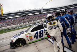 Damaged windshield for Jimmie Johnson, Hendrick Motorsports Chevrolet