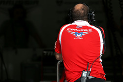 Marussia F1 Team mechanic 09