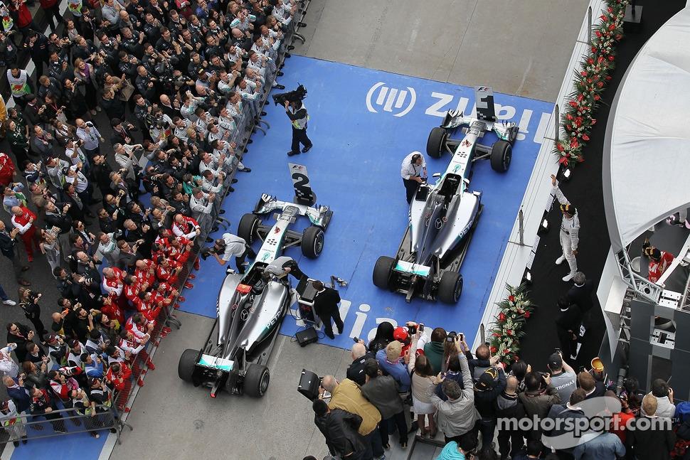 Race winner Lewis Hamilton, Mercedes AMG F1 W05 celebrates on the podium