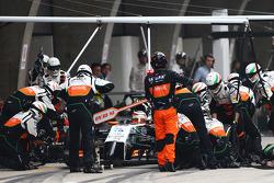 Nico Hulkenberg, Sahara Force India F1 VJM07 makes a pit stop