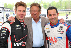 Will Power and Helio Castroneves with American football legend Joe Namath