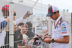 Adrian Sutil, Sauber signs autographs for the fans