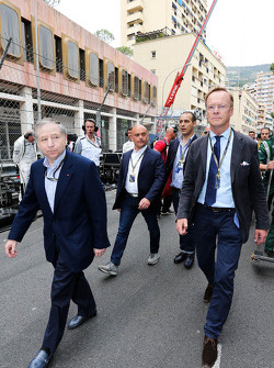 (L to R): Jean Todt, FIA President and Ari Vatanen, Former World Rally Champion on the grid