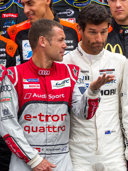 Tom Kristensen talking to Mark Webber at the driver photoshoot