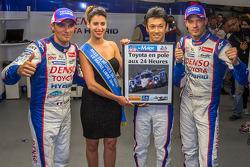 Pole winner Kazuki Nakajima celebrates with Alexander Wurz, Stéphane Sarrazin and Miss Le Mans