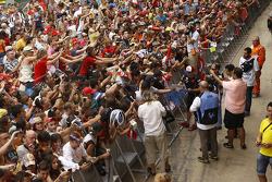 Fans get autographs