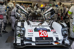 Mark Webber gets out of the car: race officially over for the #20 Porsche Team Porsche 919 Hybrid