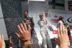 Daniel Ricciardo, Red Bull Racing RB10 and Valtteri Bottas, Williams