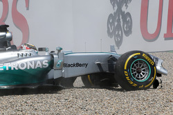 F1: Lewis Hamilton, Mercedes AMG F1 W05 has big crash