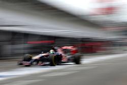 Jean-Eric Vergne, Scuderia Toro Rosso  during pitstop