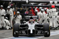 F1: Jenson Button, McLaren F1 Team during pitstop