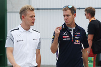 Kevin Magnussen, McLaren with Sebastian Vettel, Red Bull Racing