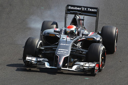 F1: Adrian Sutil, Sauber C33 locks up under braking