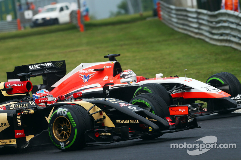Romain Grosjean, Lotus F1 E22 and Jules Bianchi, Marussia F1 Team MR03 battle for position
