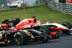F1: Romain Grosjean, Lotus F1 E22 and Jules Bianchi, Marussia F1 Team MR03 battle for position