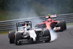 F1: Felipe Massa, Williams FW36 leads Kimi Raikkonen, Ferrari F14-T