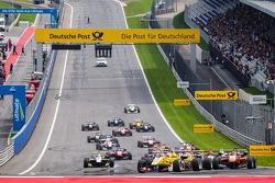 Start: Antonio Giovinazzi, Jagonya Ayam with Carlin Dallara F312 Volkswagen leads the field