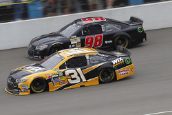 Ryan Newman, Richard Childress Racing Chevrolet and Josh Wise, Mike Curb Ford