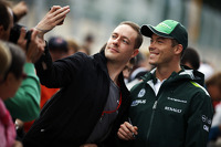 Andre Lotterer, Caterham F1 Team signs autographs for the fans