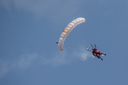 Skydivers show