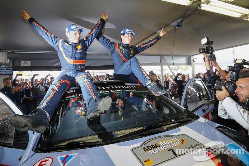 [Officiel] Bilan Saison 3 Wrc-rally-germany-2014-winners-thierry-neuville-and-nicolas-gilsoul-hyundai-i20-wrc-hyunda