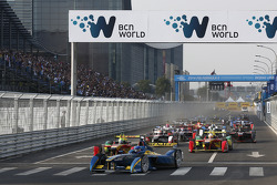 Start: Nicolas Prost leads